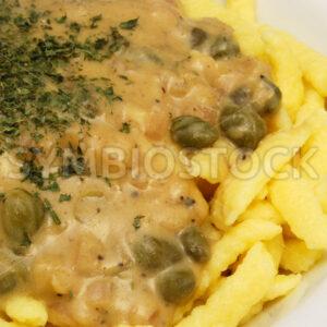 Eierspätzle mit Kapern-Senf-Sauce Detail - Fotos-Schmiede