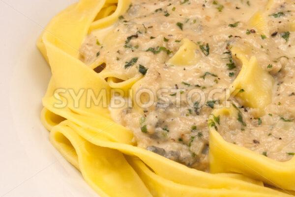 Frische Pappardelle mit Gorgonzola-Petersilie-Sauce Detail - Fotos-Schmiede
