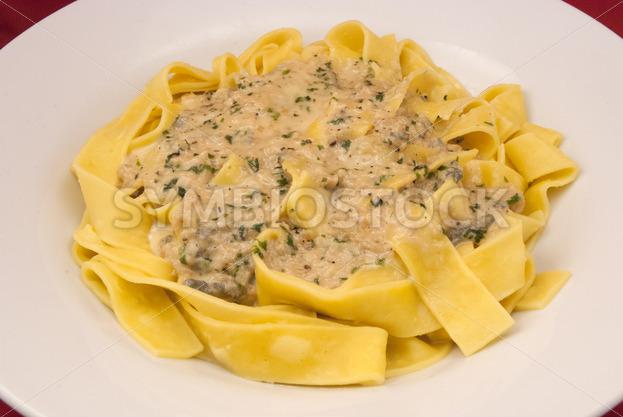 Frische Pappardelle mit Gorgonzola-Petersilie-Sauce_Aufsicht.jpg - Fotos-Schmiede