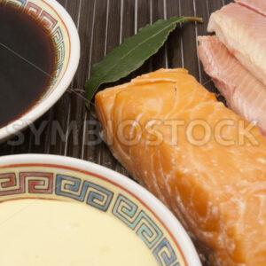Geräucherter Fisch mit Sojasauce und Mayonnaise Detail - Fotos-Schmiede
