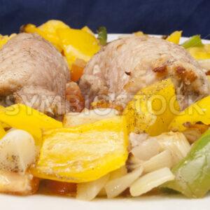 Gerollte Schweinekoteletts mit Ofengemüse Frontal - Fotos-Schmiede