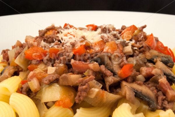 Hackfleisch-Speck-Gemüse-Mischung mit Pasta Frontal - Fotos-Schmiede