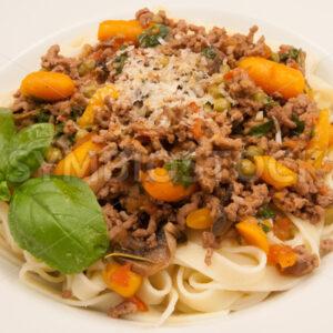 Hackfleisch mit Gemüse und Pasta Aufsicht - Fotos-Schmiede