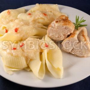 Hähnchenbrust mit Conchiglioni Aufsicht - Fotos-Schmiede