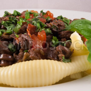 Hähnchenherzen mit Tomaten und Conchiglioni Detail - Fotos-Schmiede