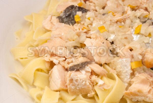 Lachs in Weißwein-Sahne-Sauce mit Bandnudeln Detail - Fotos-Schmiede